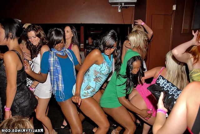 С выпившими проститутками круто ебаться секс фото