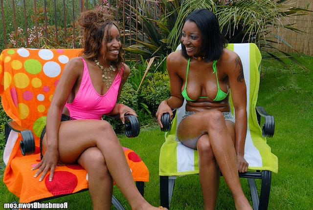 С Двумя африканками любовнику хорошо