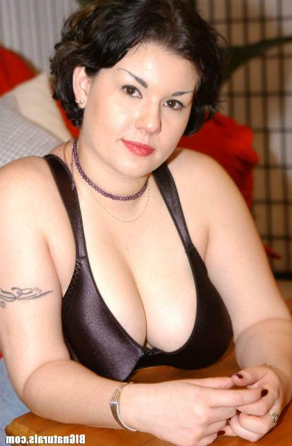 Хочет трахать свою пышную чертовку секс фото