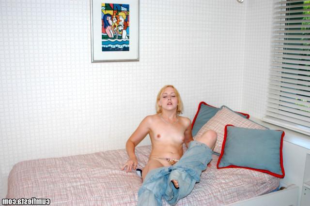 Мари занимается сексом