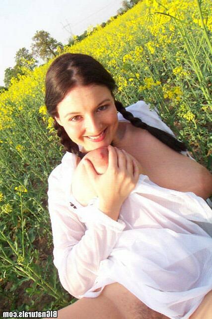 Обнаженный девичий цветок