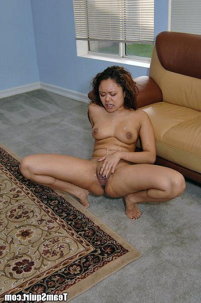 Мини-юбка подчеркивает сексуальность