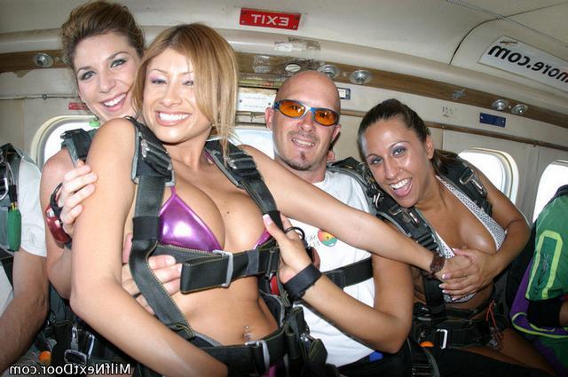 Парашютистки заняты лесбийским перепихоном секс фото