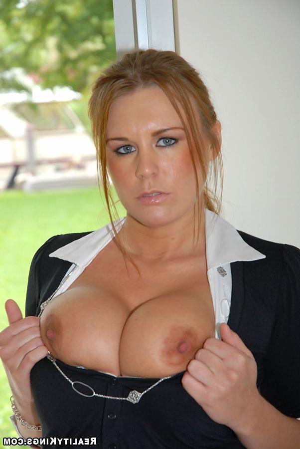 Раскрутил служанку на секс