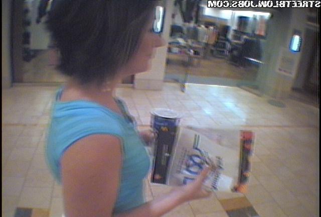 Камеры сняли, как Молли целует