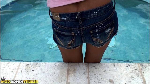 Сделала отсос милому в бассейне