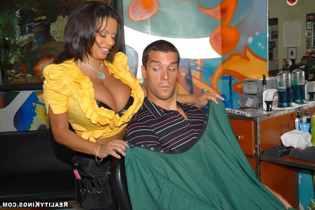 Соблазнил сексапильную парикмахершу