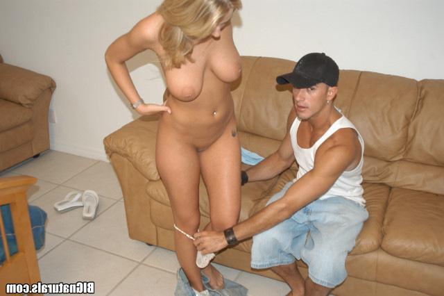 Сексуальная блондинка с большими дойками