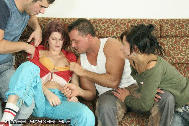 Русские любовники захотели групповуху