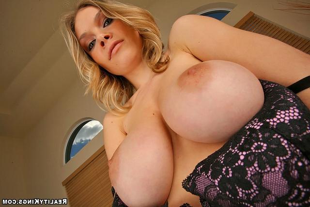 Иванна приготовила свои буфера смотреть эротику