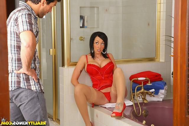 Woman с большой попкой с красном