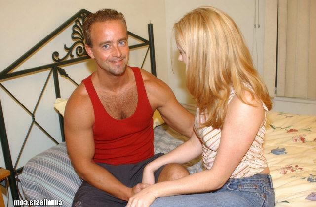 Девушка Таня сосет у отца