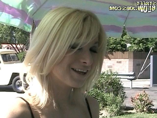 Блондиночка Джерри готова к отсосу