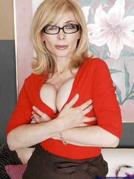 porno-seks-s-devushkami-zrelogo-vozrasta-domashnee-foto-starih-telok