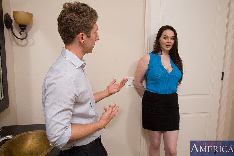 Крендель ебёт увесистую сучку в ванной комнате смотреть эротику