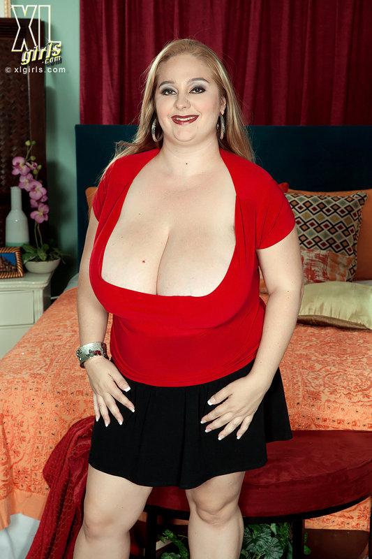 Толстая Потаскуха Начала Шалить С Симпатягой Порно И Секс Фото С Зрелыми Дамочками
