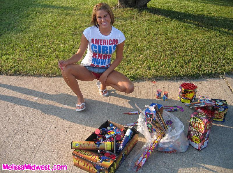 Давалка на улице видео, одну русскую красивую девку ебут во все щели