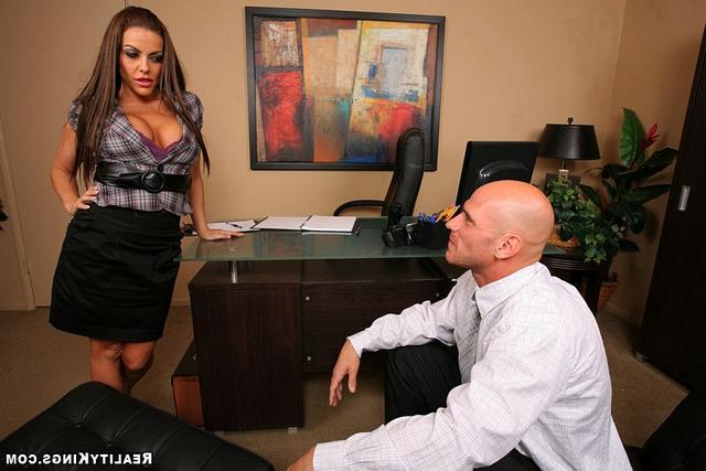 Титястая секретарша