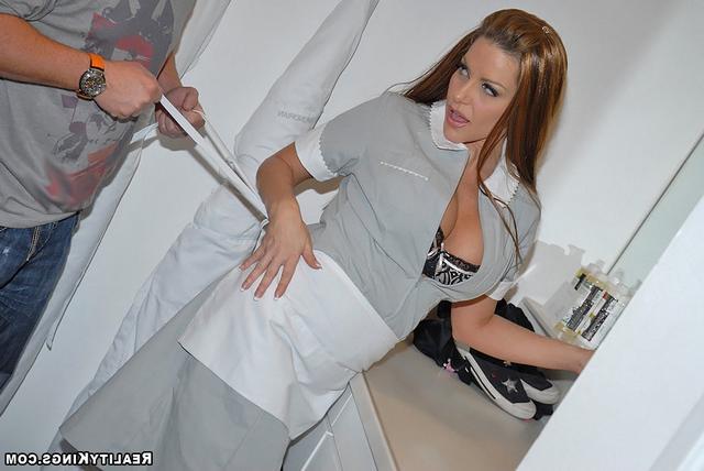 Услужливая уборщица секс фото