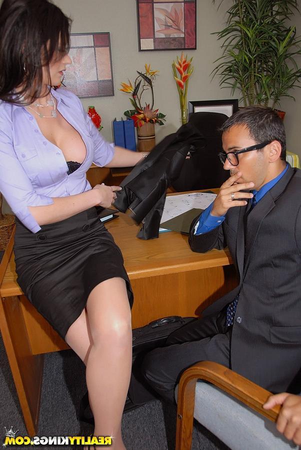 Обслужила инспектора из налоговой