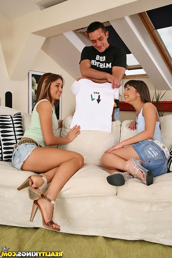 С двумя студентками