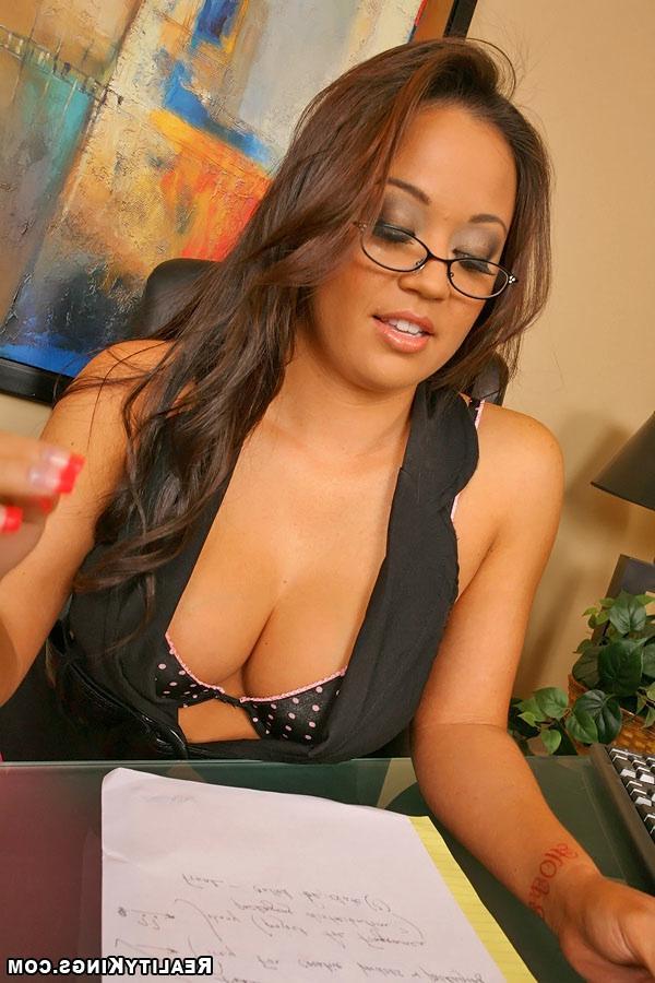 Узкоглазая секретарша