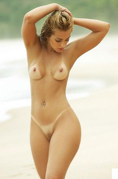 Изящные мамочки загорают без трусов на всевозможных пляжах смотреть эротику