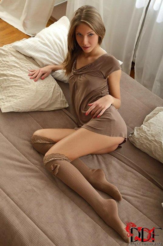 Ксения Кондратьева позволила пареньку войти в узкий анус секс фото