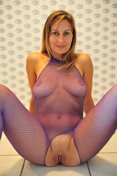 Особы женского пола приготовились принимать в свои писи толстенные пенисы партнеров