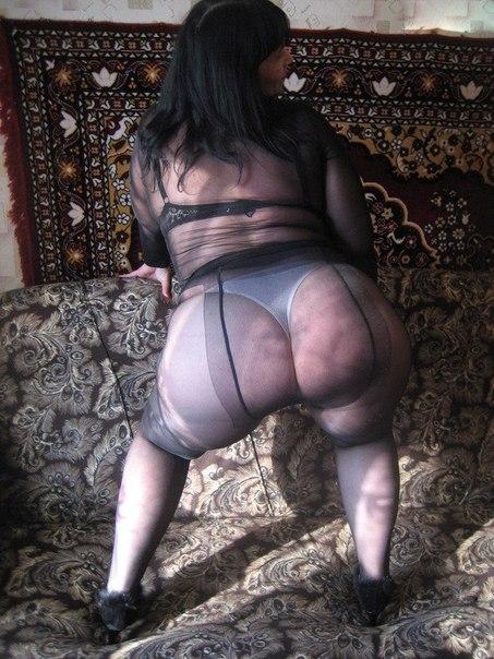 Зрелка Отодвинула Трусики И Показала Гладкую Письку Порно И Секс Фото С Зрелыми Дамочками