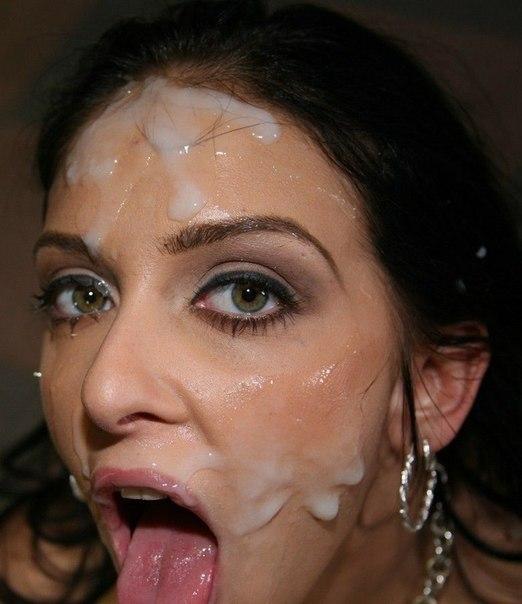 Сексапильная Ирина показывает свою выбритую щелку