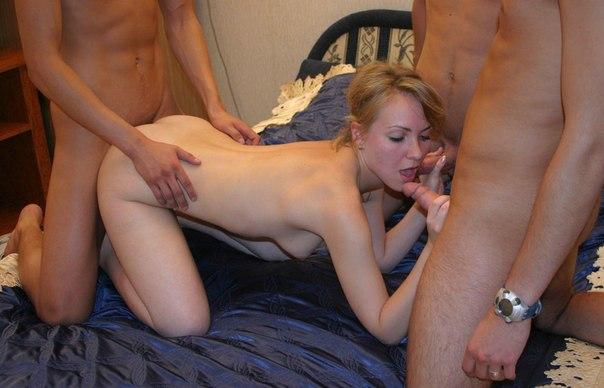 Юные давалки отлично знают как себя нужно вести с парнями