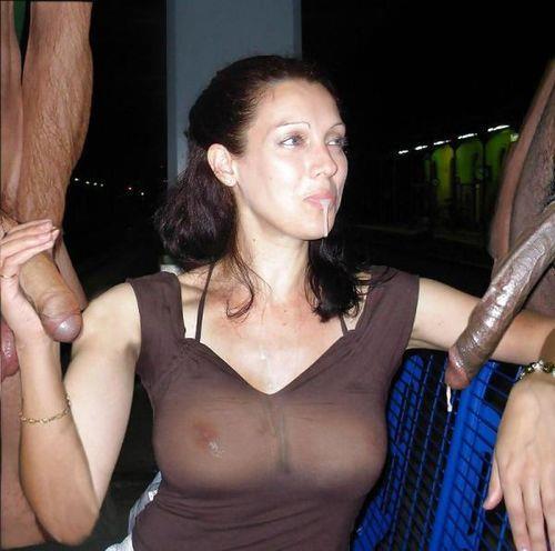 Взрослых дамочек трахают в попку толстые члены