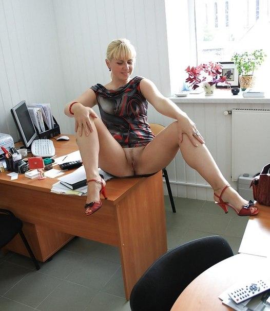 Распутная вертихвостка заслужила удовольствие демонстрируя прелести в гостях