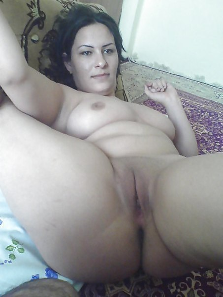 Грудастые дамочки удивляют своими прекрасными телами