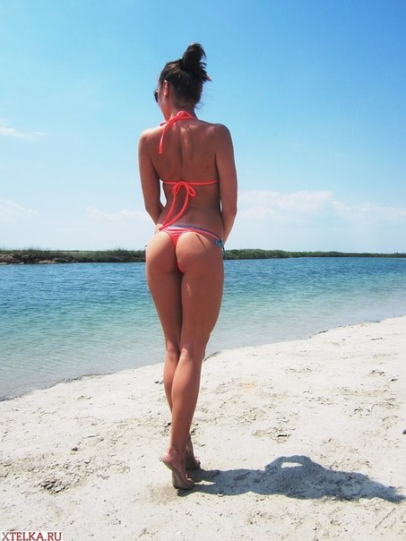 Сексапильные красотки отдыхают на морях в купальнике