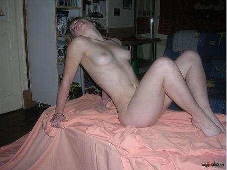 Сучка продемонстрировала как она купается в море секс фото