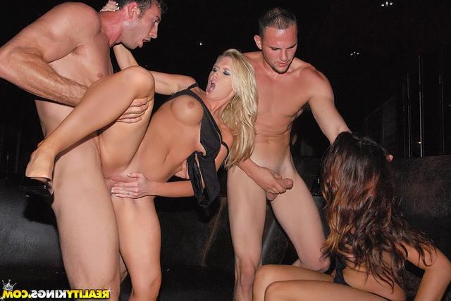 Публичный секс в клубе