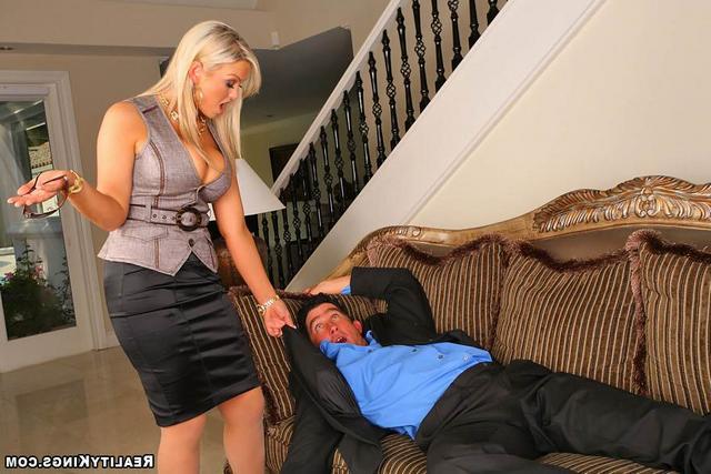 Натянул деловую проститутку