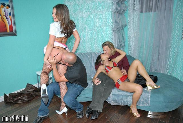 Ебля в синей комнате секс фото