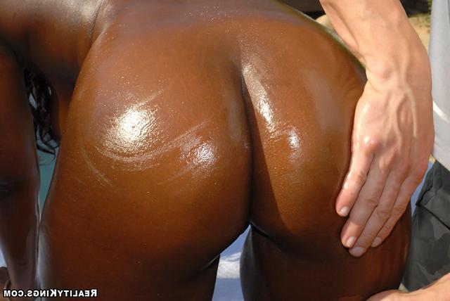 Чёрные титьки