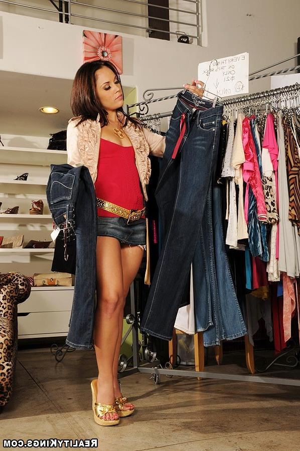 Случай в магазине одежды смотреть эротику