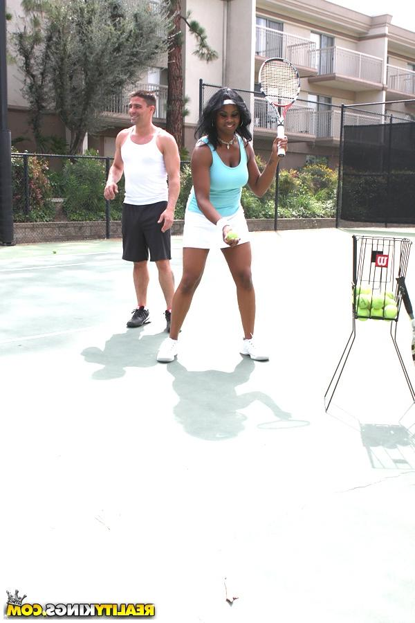 Залил всё лицо теннисистки спермой