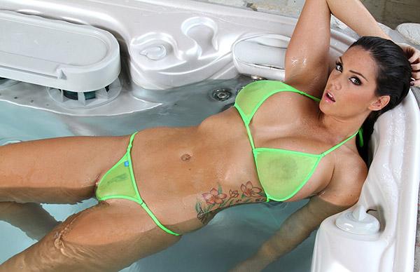 Порно фото Элисон Тайлер в бассейне