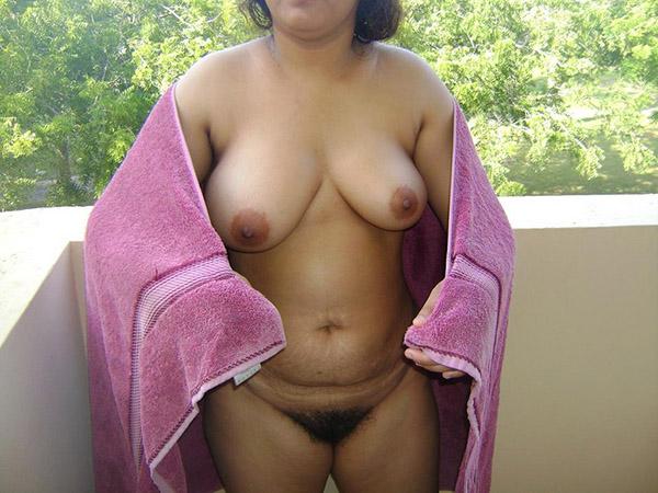 Небритая вагина шалуньи индианки