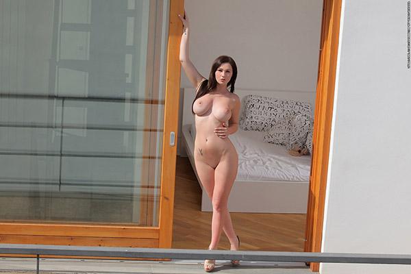 Крупная пышная попочка красотки заснятая в гостинице отеля смотреть эротику