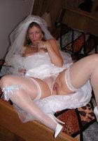 Старуха в наряде невесты показывает сиськи и киску 12 фотография