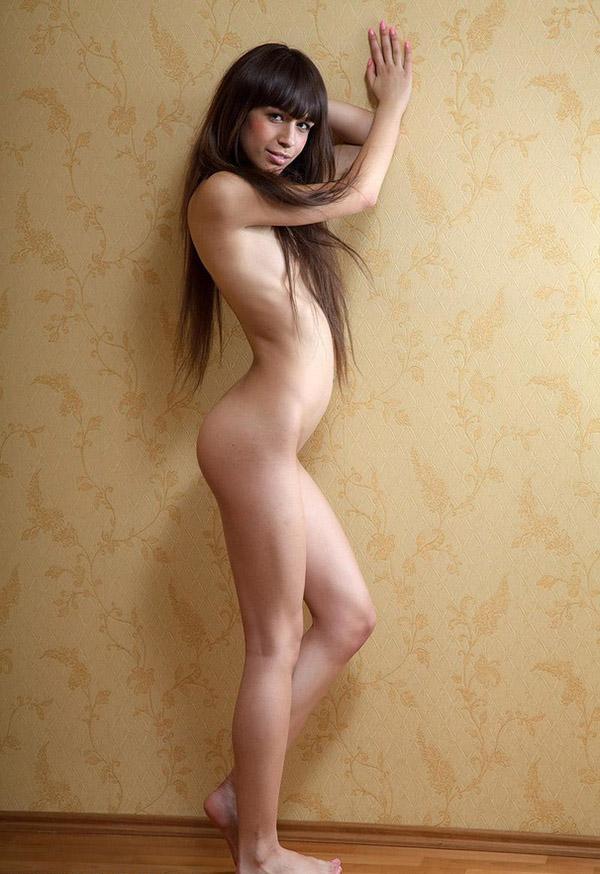 Худосочная баба снимается голая смотреть эротику