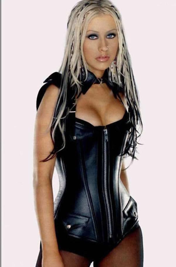 Голая Christina Aguilera не стыдиться показывать письку