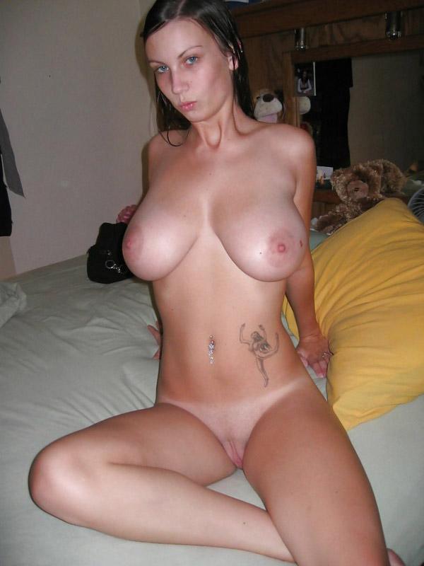 Молодая жена отрастила большие сиськи и засветила их
